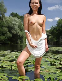 Glamour Sweetheart - Naturally Beautiful Fledgling Nudes
