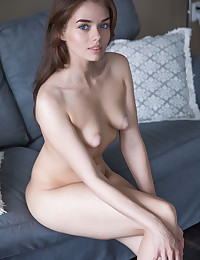 Keira Blue bare in erotic NATURAL PUFFIES gallery