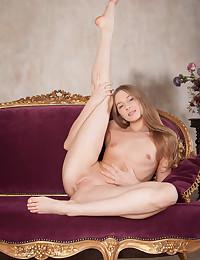 Nimfa nude in erotic SHOWING OFF gallery - MetArt.com
