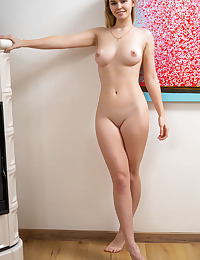 Ruth nude in erotic DECORATE gallery