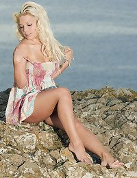 Glamour Hottie - Naturally Mind-blowing Fledgling Nudes