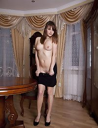Erotic Cutie - Naturally Gorgeous Inexperienced Nudes