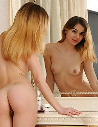 Kaleesy bare in softcore PALLONI gallery - MetArt.com