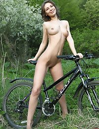 Glamour Ultra-cutie - Naturally Fabulous Amateur Nudes