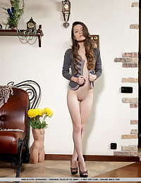Amelie B bare in glamour EZALE gallery - MetArt.com