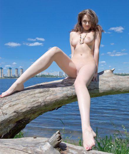 Yummy naked teenager