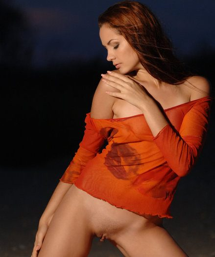 Sizzling angel with pang maddened and super-steamy figure is searing you with her high sexiness on the cloudy sky.