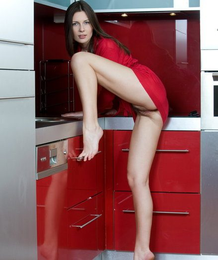 Crippling a bright crimson dress, Quinn is a jaw-dropping celebrate for the kooky painless she flashes her smooth, fair-skinned figure and new bod on the kitchen.
