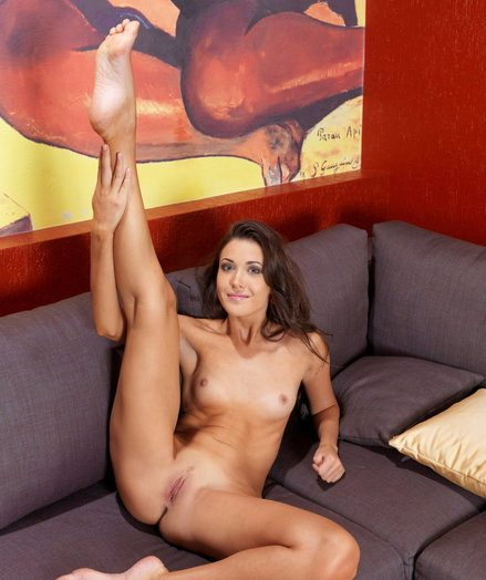 Exceptional Mary with long, top-grade figure, added to enviable, gumshoe legs.