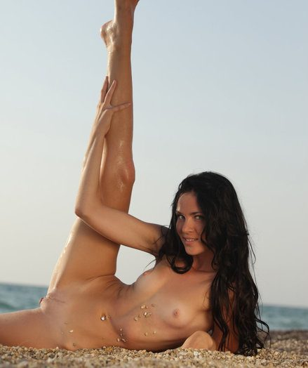 Daloria peels off withdraw her milky swimsuit for a refreshing bony dip by the beach.
