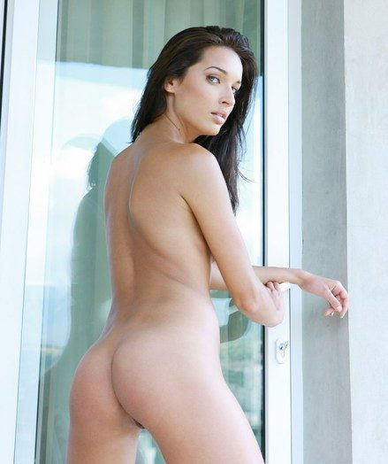 An softcore devoirs from a daring black-haired with the astounding body.