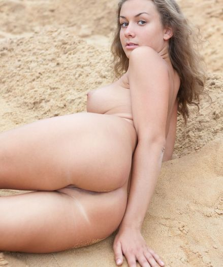 Softcore Bombshell - Naturally Super-sexy Fledgling Nudes