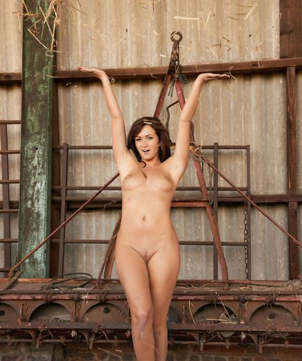 Glamour Bombshell - Naturally Beautiful Inexperienced Nudes