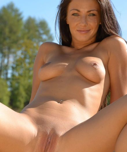 Softcore Hotty - Naturally Sexy Amateur Nudes
