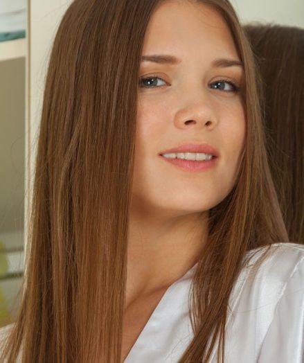 Carlina bare in softcore TREBIEN gallery