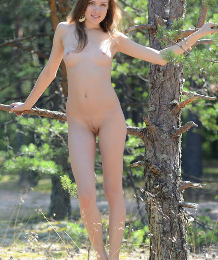 Glamour Cutie - Naturally Mind-blowing Fledgling Nudes