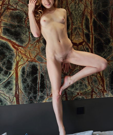 Lola Krit bare in erotic ERLETI gallery - MetArt.com