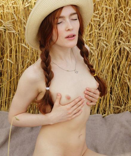 Jia Lissa nude in glamour BERAVA gallery - MetArt.com