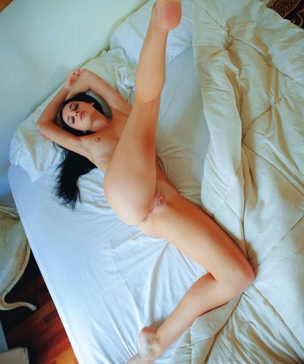 Sultana bare in erotic SEDUTI gallery - MetArt.com