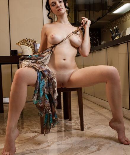 Anatali bare in glamour NAYLDI gallery - MetArt.com