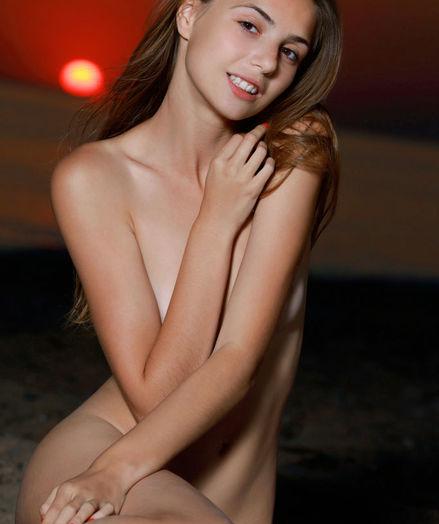 Elle Tan nude in erotic CLODA gallery