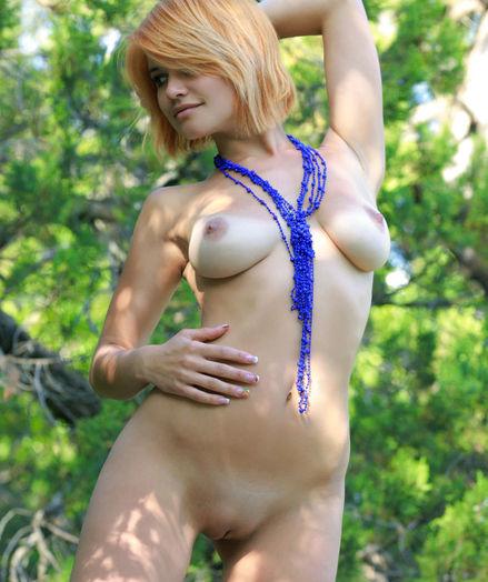 Violla A bare in erotic NESETE gallery