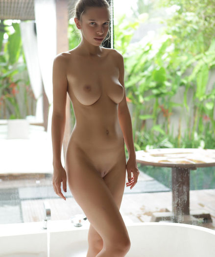 Elin nude in softcore UTOSA gallery