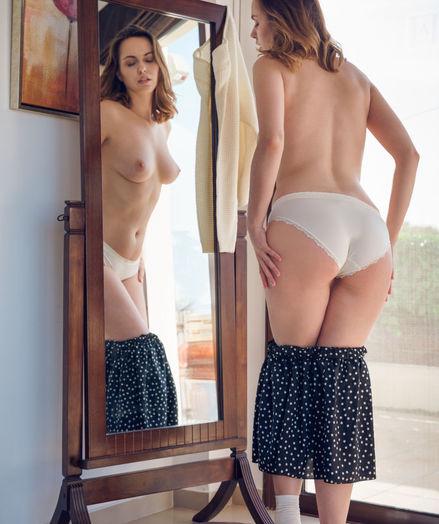Nasita nude in erotic RECAR gallery
