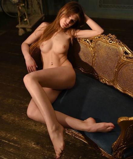 Caramel bare in erotic LONITI gallery