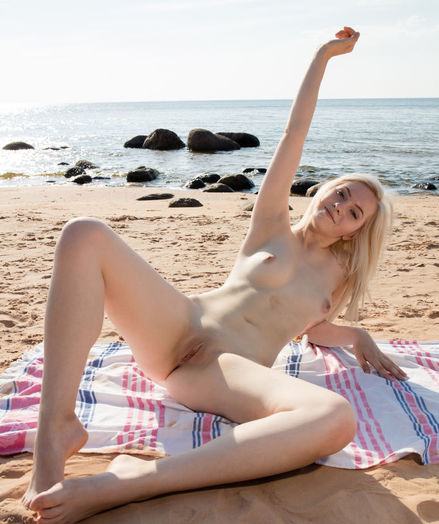 Kate Fresh nude in glamour BEACH BABE gallery