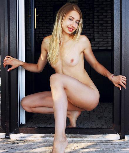 Dominica nude in erotic SPARKLING EYES gallery