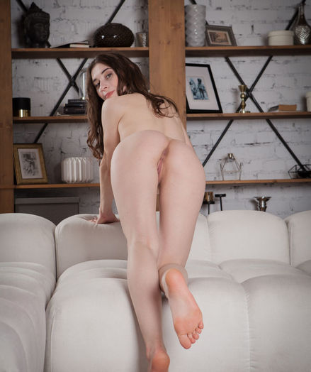 Clary nude in erotic PRESENTING CLARY gallery