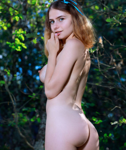 Dakota Pink nude in glamour Showcase STOPPERS gallery