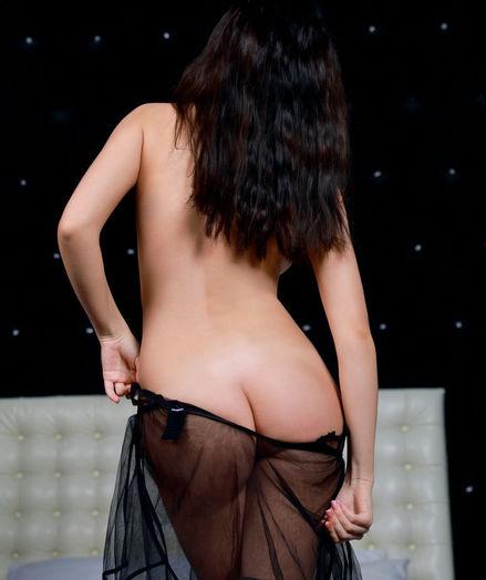 Velana naked in erotic Enjoy DEN gallery