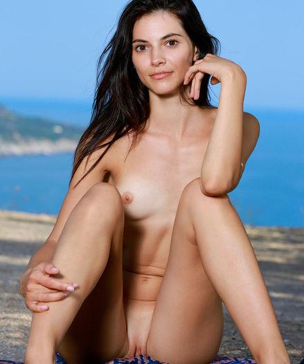 Aleksandrina naked in erotic OCEANSIDE gallery