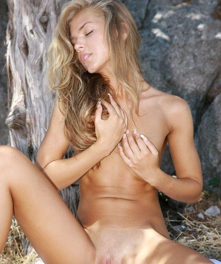 Hypnotizing beauty, suntanned assets, and chiseled physique.