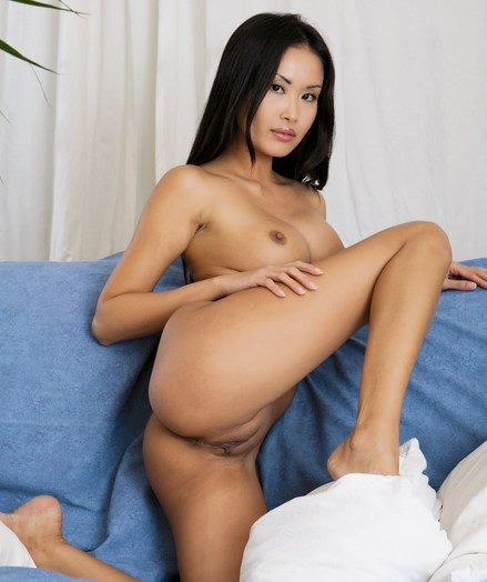 Certain babe with reference to exotic dark-skinned complexion and breathtaking charms.