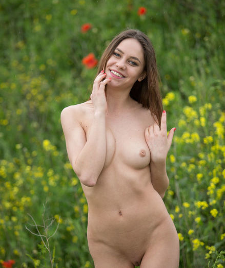Glamour Hottie - Naturally Beautiful Unexperienced Nudes