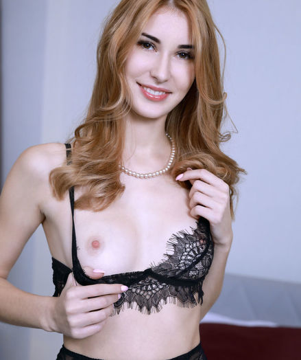 Aileen nude in erotic PEARL NECKLACE gallery