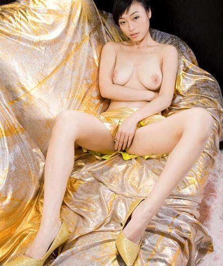 Glum Bombshell - Naturally Bonny Unskilled Nudes