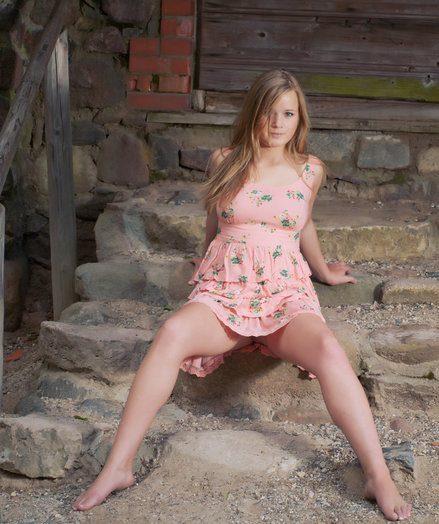 Glum Babe - Positively Splendid Fledgling Nudes