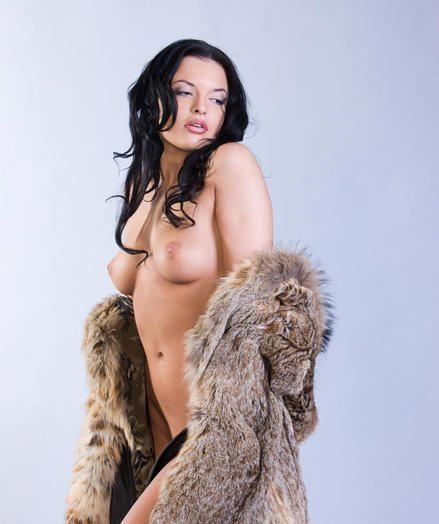 Downcast Babe - Enormously Stunning Tiro Nudes